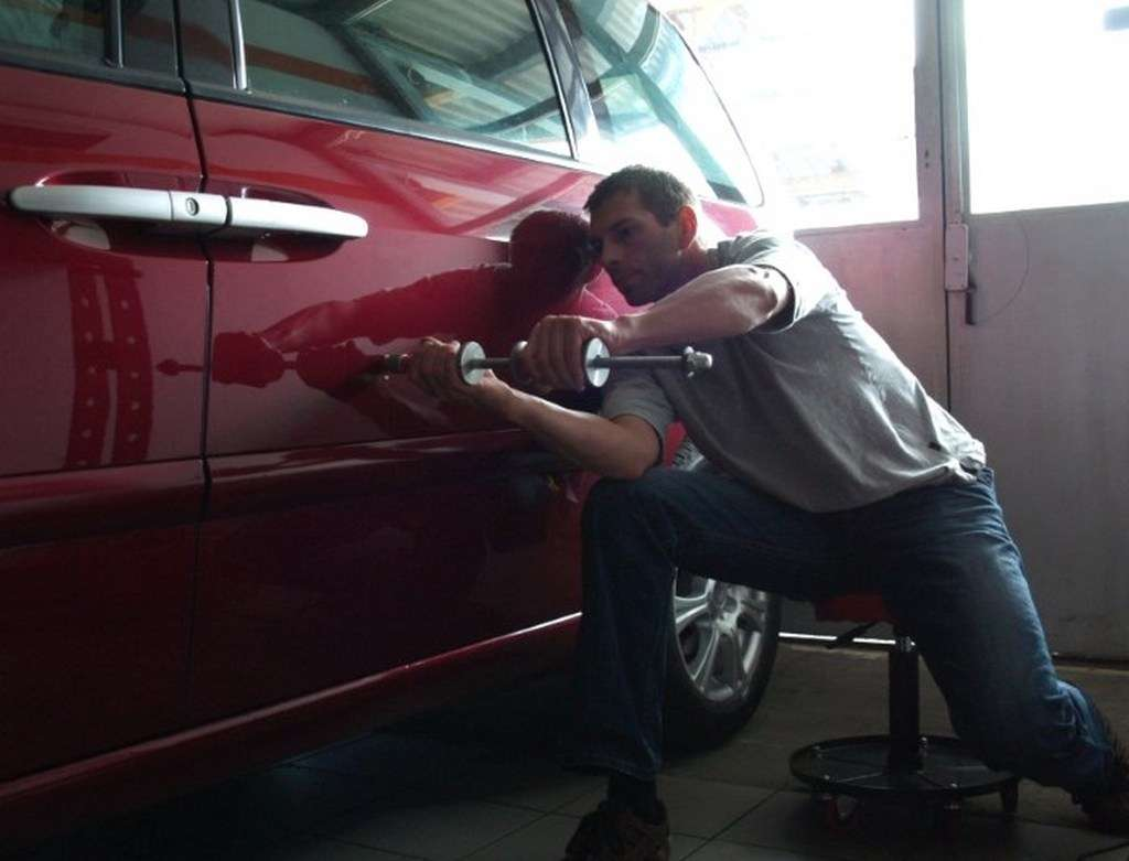 2 - Как отремонтировать вмятину на автомобиле своими силами?