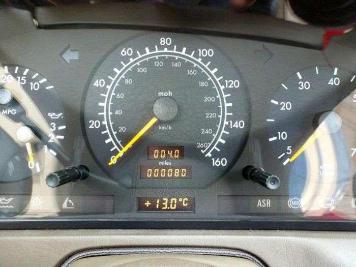 1492075113404 - В Великобритании продается Mercedes-Benz SL 500, простоявший в гараже 20 лет