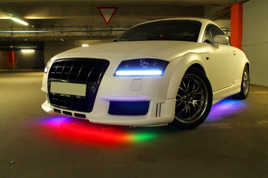 Неоновая подсветка на авто