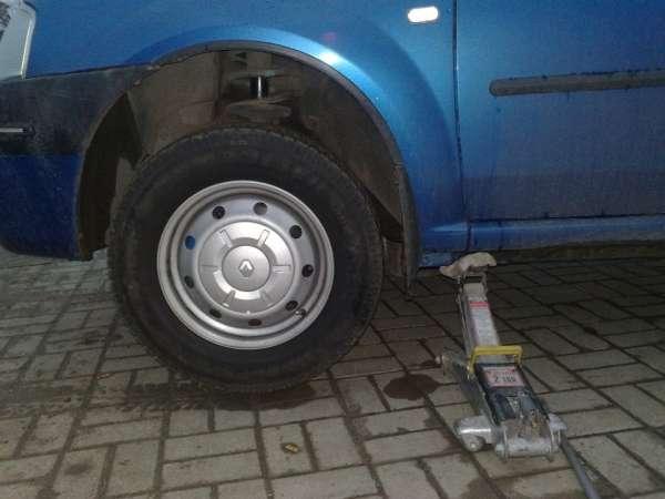 podnimaem avto e1451039661310 - Какую жидкость заливают в гидроусилитель руля?