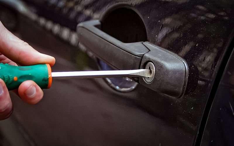 odkuZ7yFffWGWy5EpqO1sQs800 - Что делать, если ребенок заперся в машине?