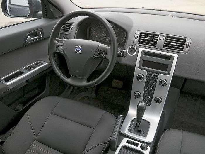 Покупаем подержанный Volvo S40 второго поколения