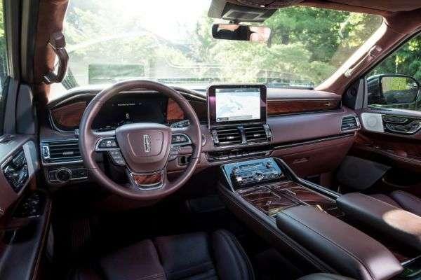 Lincoln Navigator 2018 - американский внедорожник