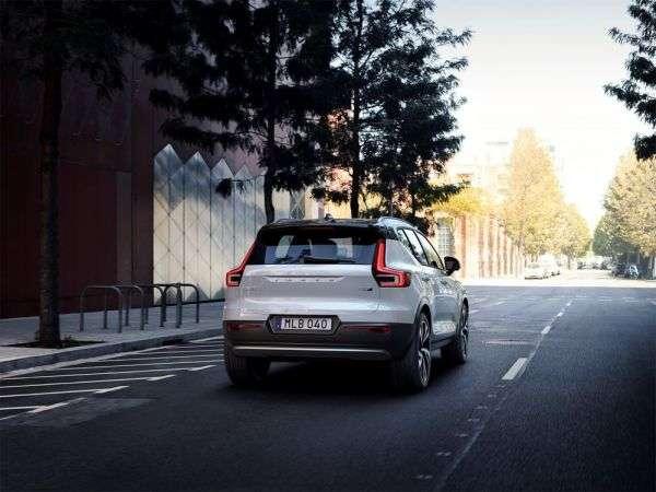 1506373317 zadnyaya optika novogo krossovera - Обзор нового Volvo XC40 2018