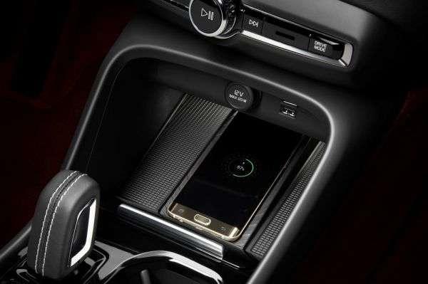 1506373541 besprovodnoe zaryadnoe - Обзор нового Volvo XC40 2018