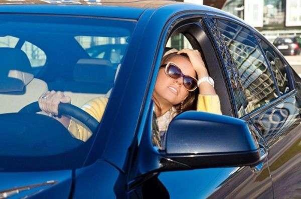 Как охладить салон машины в жару?