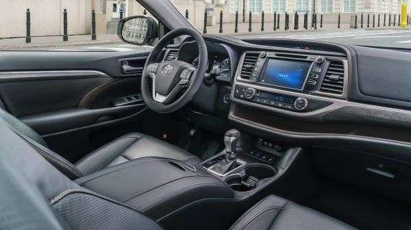 1507232720 interer krossovera toyota highlander iv - Обзор новинки Toyota Highlander IV 2017: характеристики, цена