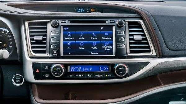 1507232789 multimediynaya sistema i panel klimat kontrolya - Обзор новинки Toyota Highlander IV 2017: характеристики, цена