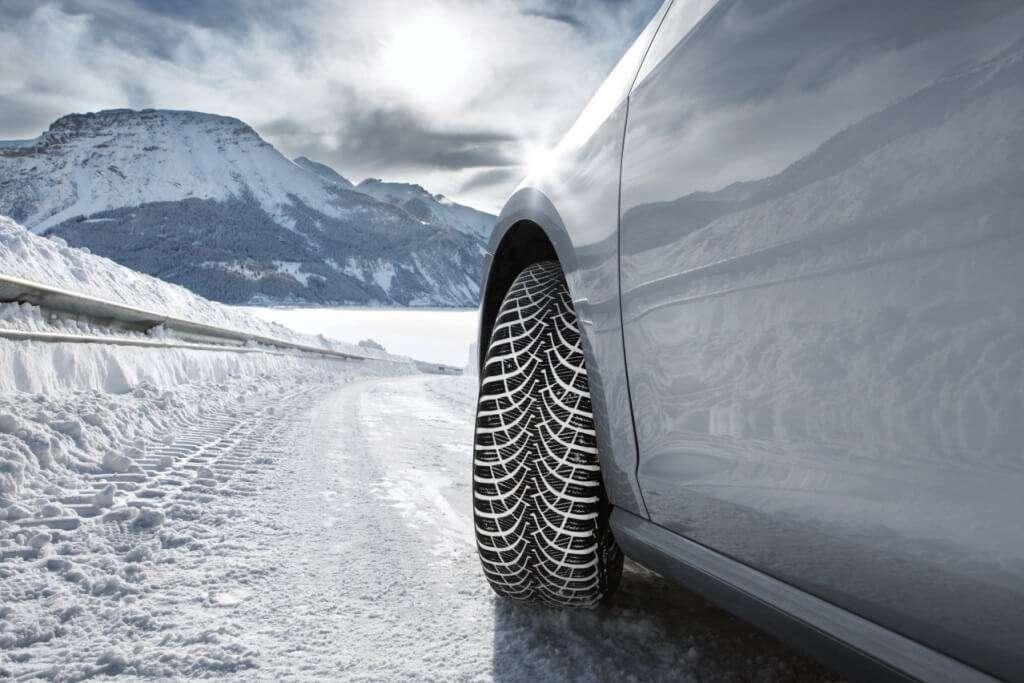 Правила езды на автомобиле с передним и задним приводами зимой?