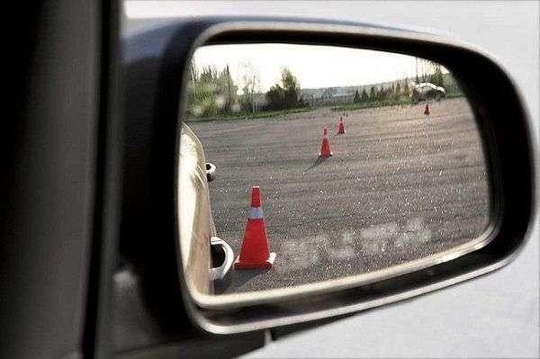 Учимся ездить на автомобиле задним ходом!
