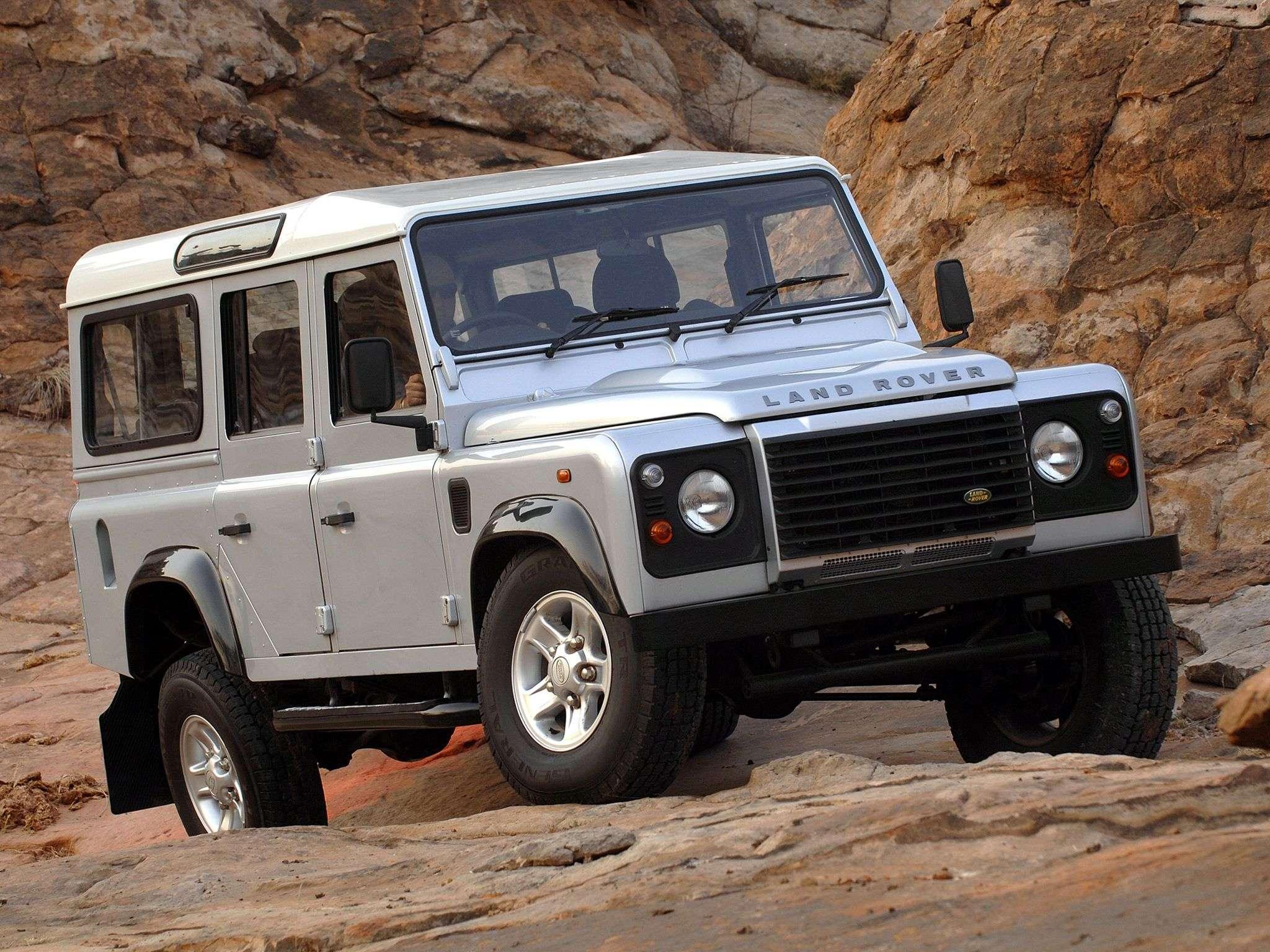 1509750766 klassicheskiy land rover defender - Обзор внедорожника Land Rover Defender 2018: технические характеристики и цена
