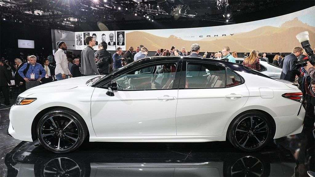 1510004687 7 - Обзор Toyota Camry 2017-2018: технические характеристики и цена