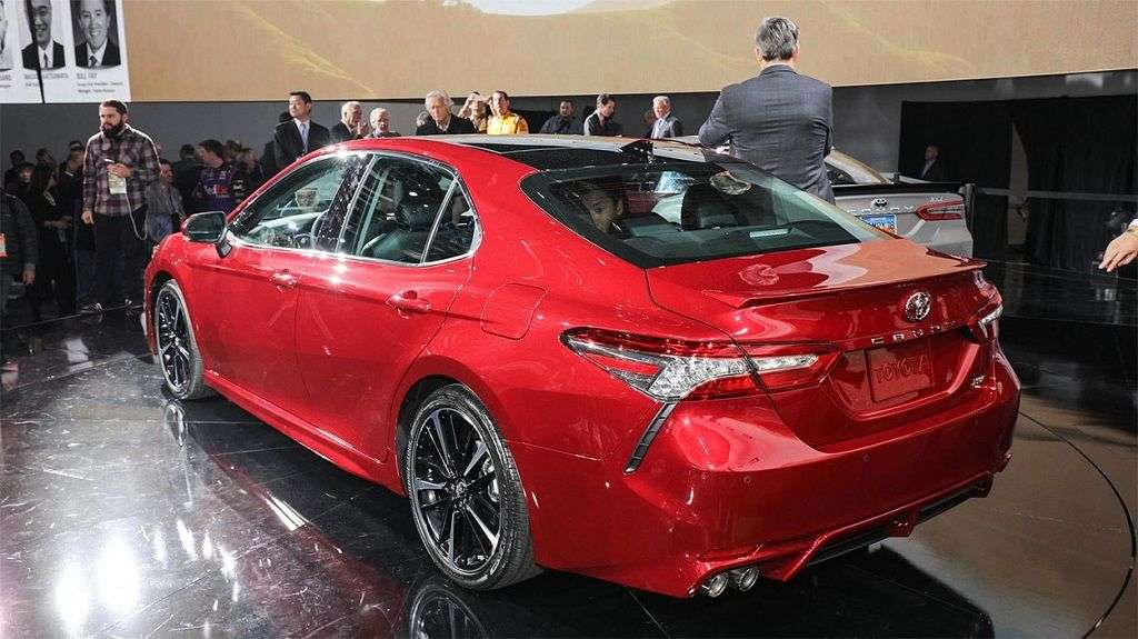 1510004711 2 - Обзор Toyota Camry 2017-2018: технические характеристики и цена