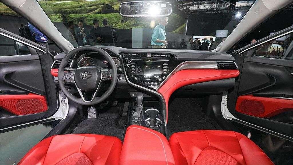 1510004741 3 - Обзор Toyota Camry 2017-2018: технические характеристики и цена