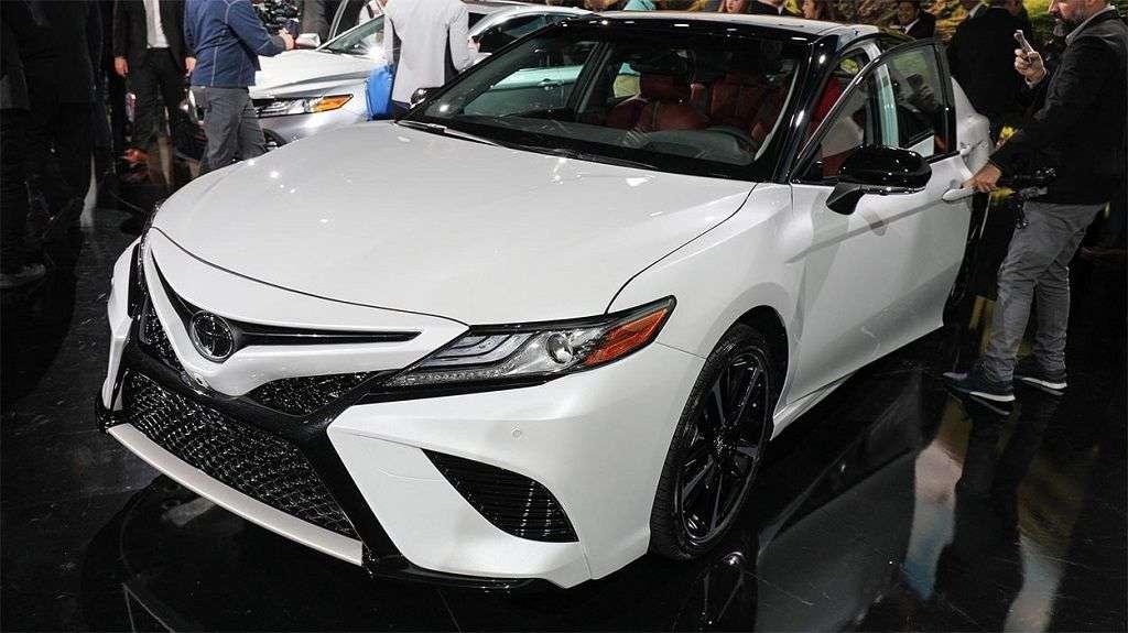 1510004755 5 - Обзор Toyota Camry 2017-2018: технические характеристики и цена