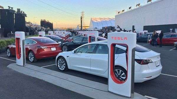 1510147815 7 - Почему автомобиль Tesla терпит убытки?