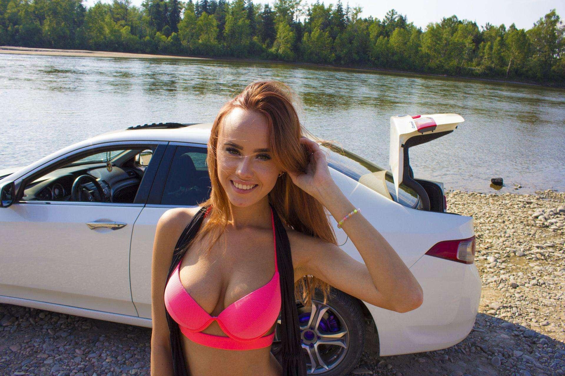 043 - Сексуальные девушки и автомобили (часть 17)