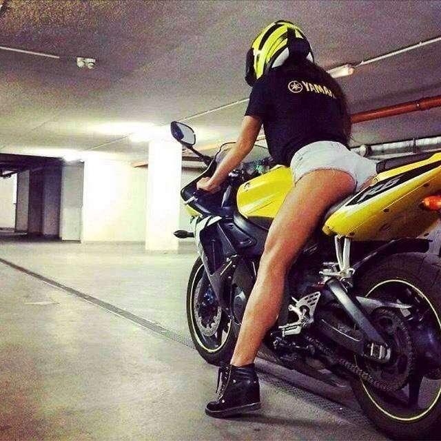 Сексуальные девушки и мотоциклы (часть 3)