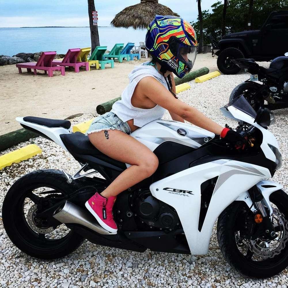 1457639431 girls and bikes 15 - Сексуальные девушки и мотоциклы (часть 2)