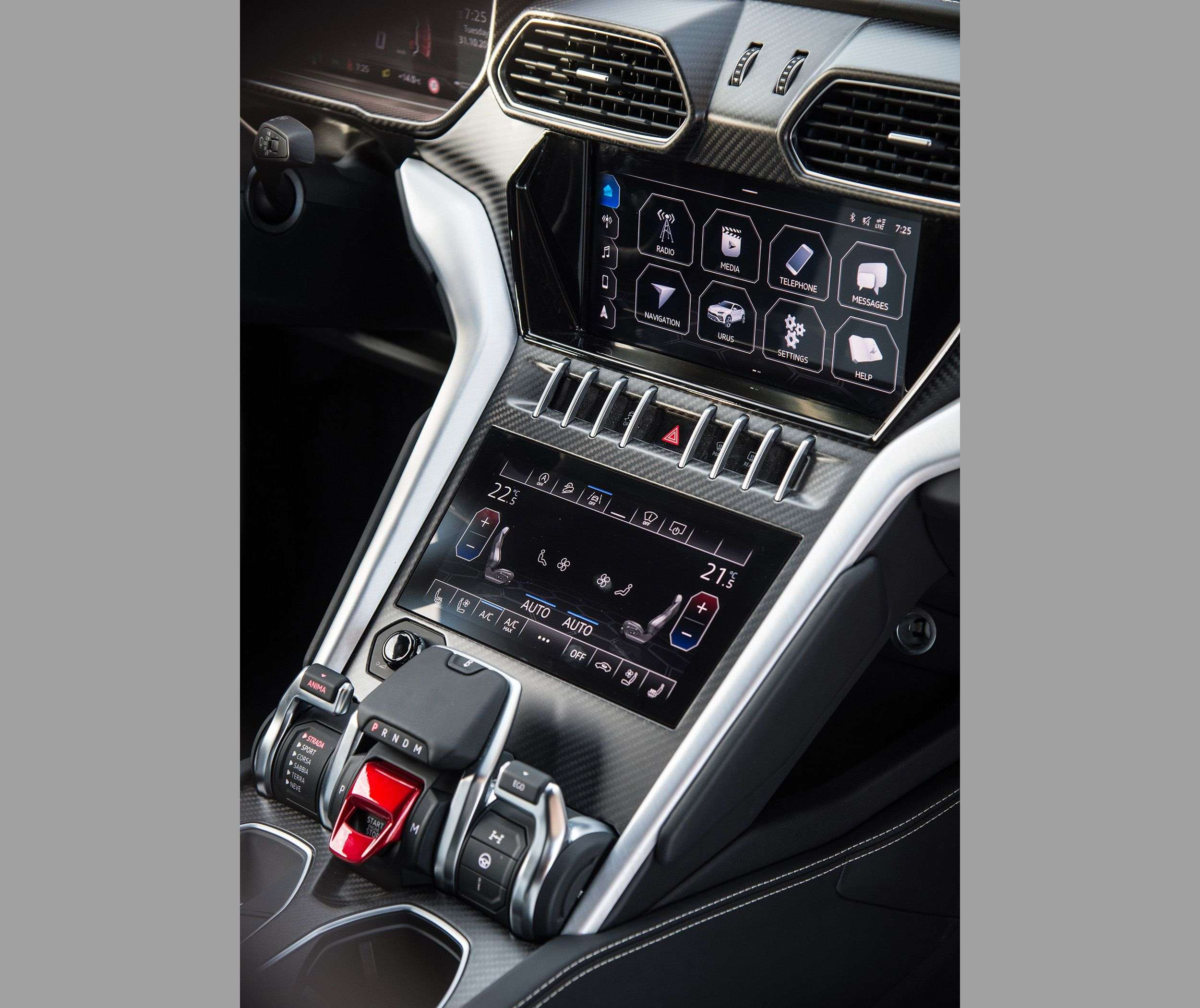 1512663213 panel klimat kontrolya i multimediynoy sistemy - Обзор кроссовера Lamborghini Urus 2019