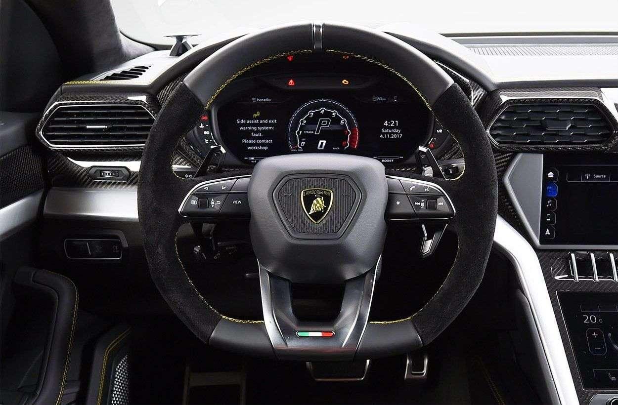 1512663255 voditelskoe mesto krossovera - Обзор кроссовера Lamborghini Urus 2019