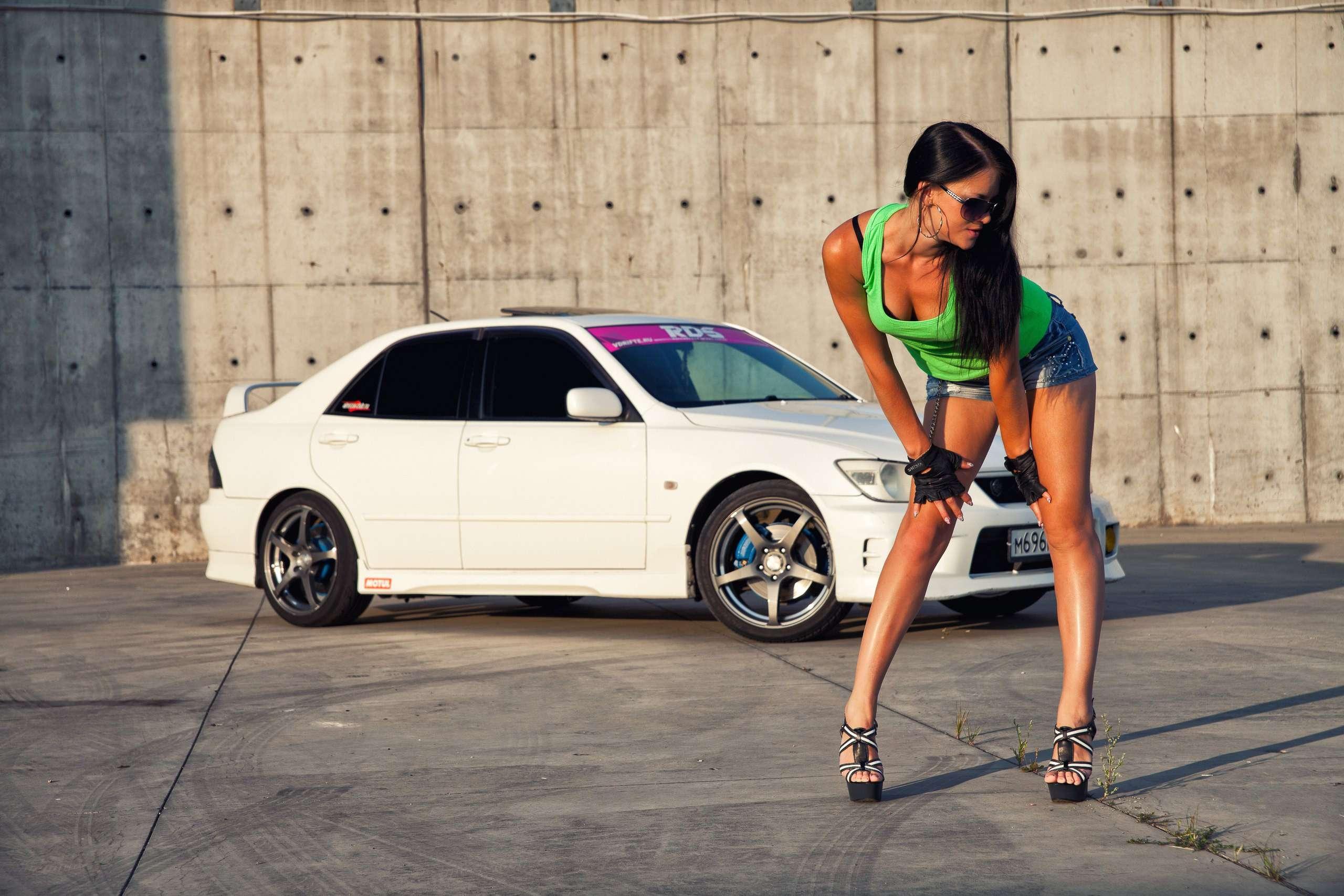 2 030 - Сексуальные девушки и автомобили (часть 17)