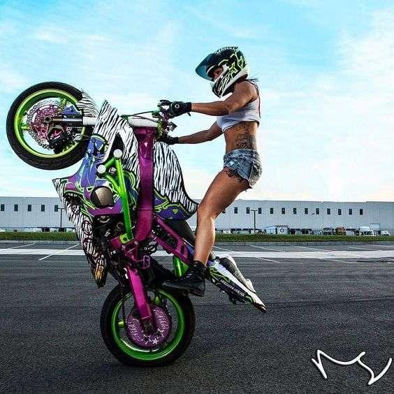 Сексуальные девушки и мотоциклы (часть 4)