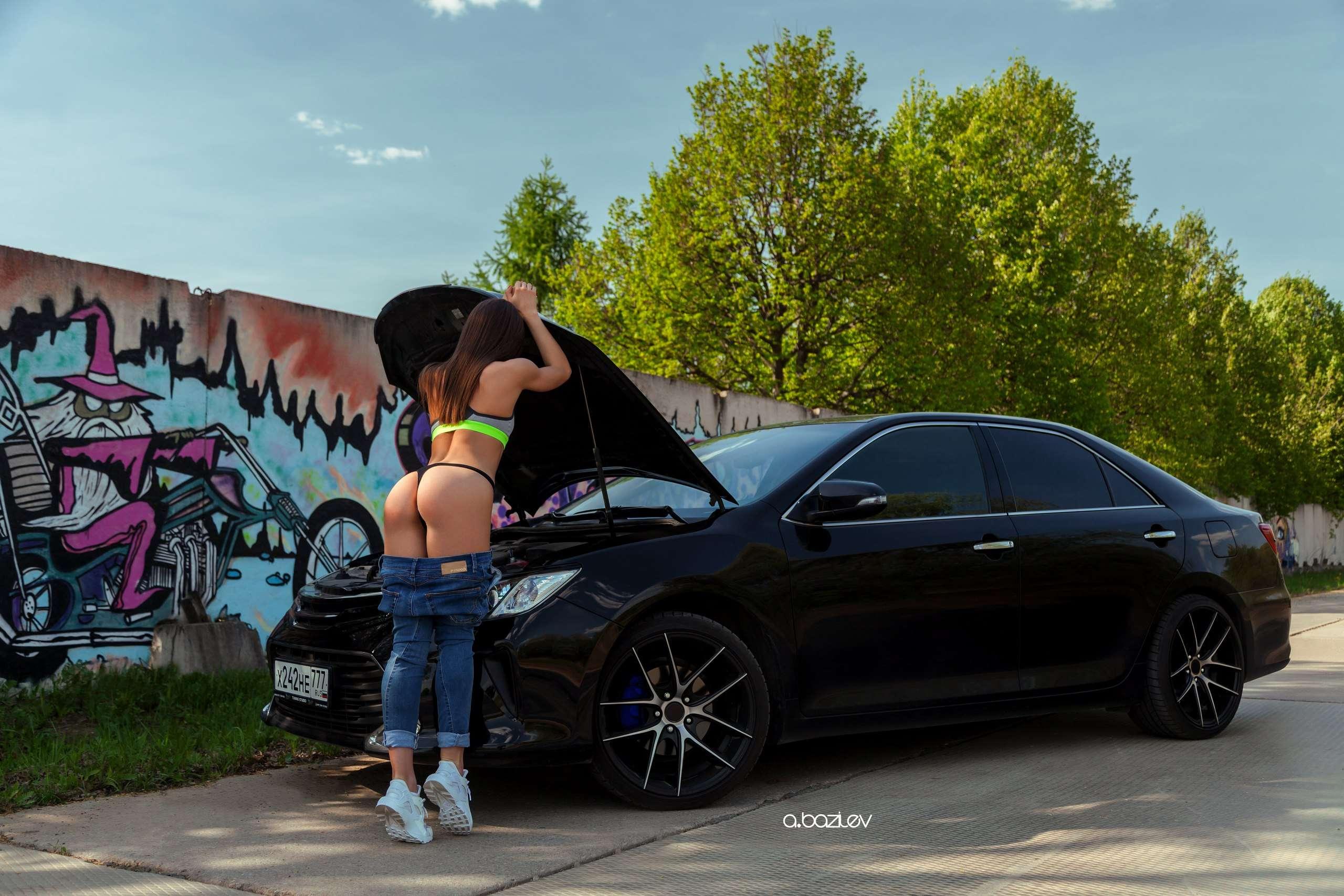 537oK7K2PUU - Сексуальные девушки и автомобили (часть 10)
