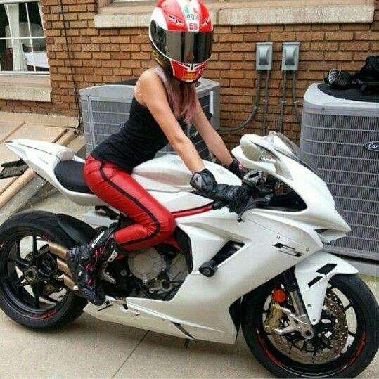 Сексуальные девушки и мотоциклы (часть 1)