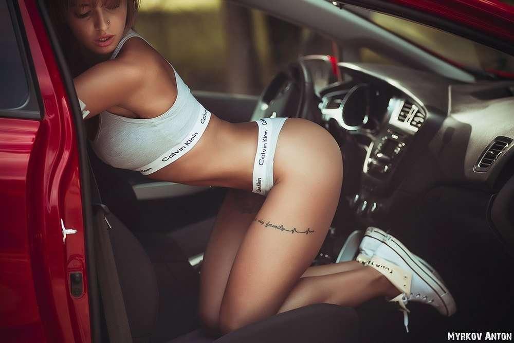 Сексуальные девушки и автомобили (часть 18)