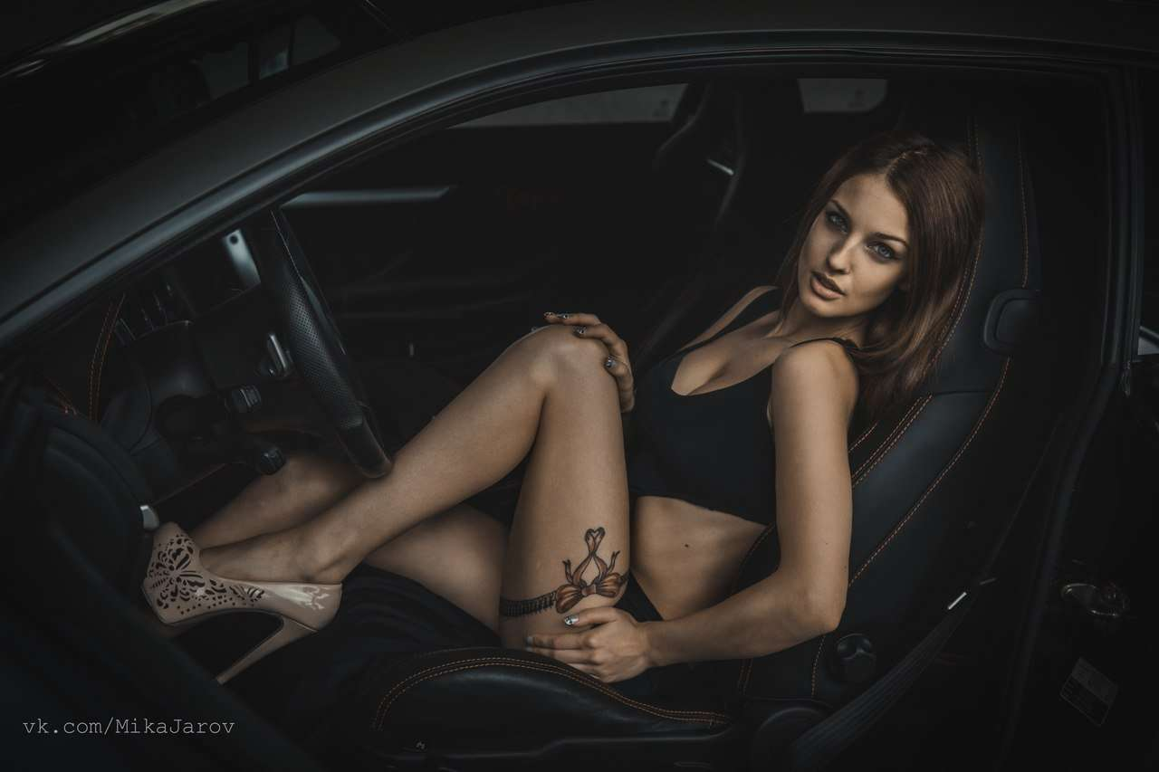 Сексуальные девушки и автомобили (часть 19)