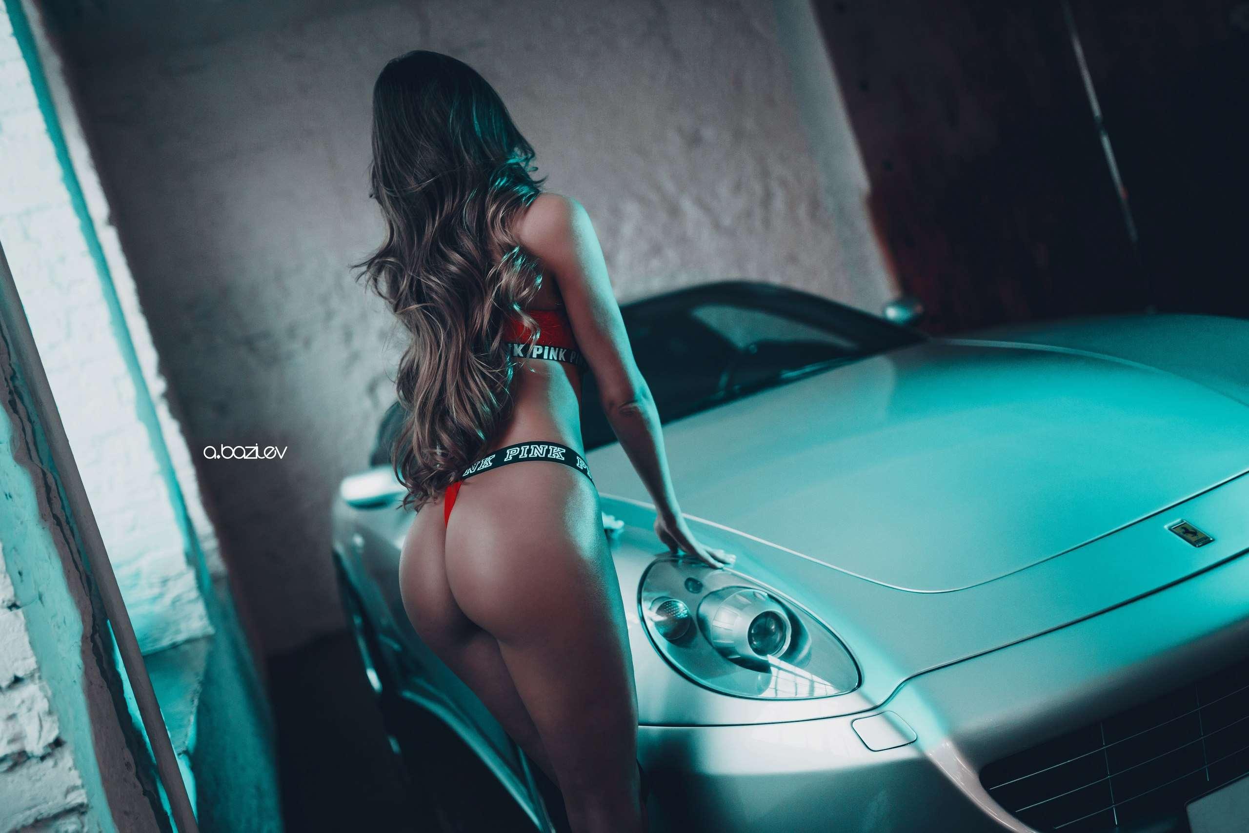 Y qxxTwLUOo - Сексуальные девушки и автомобили (часть 10)