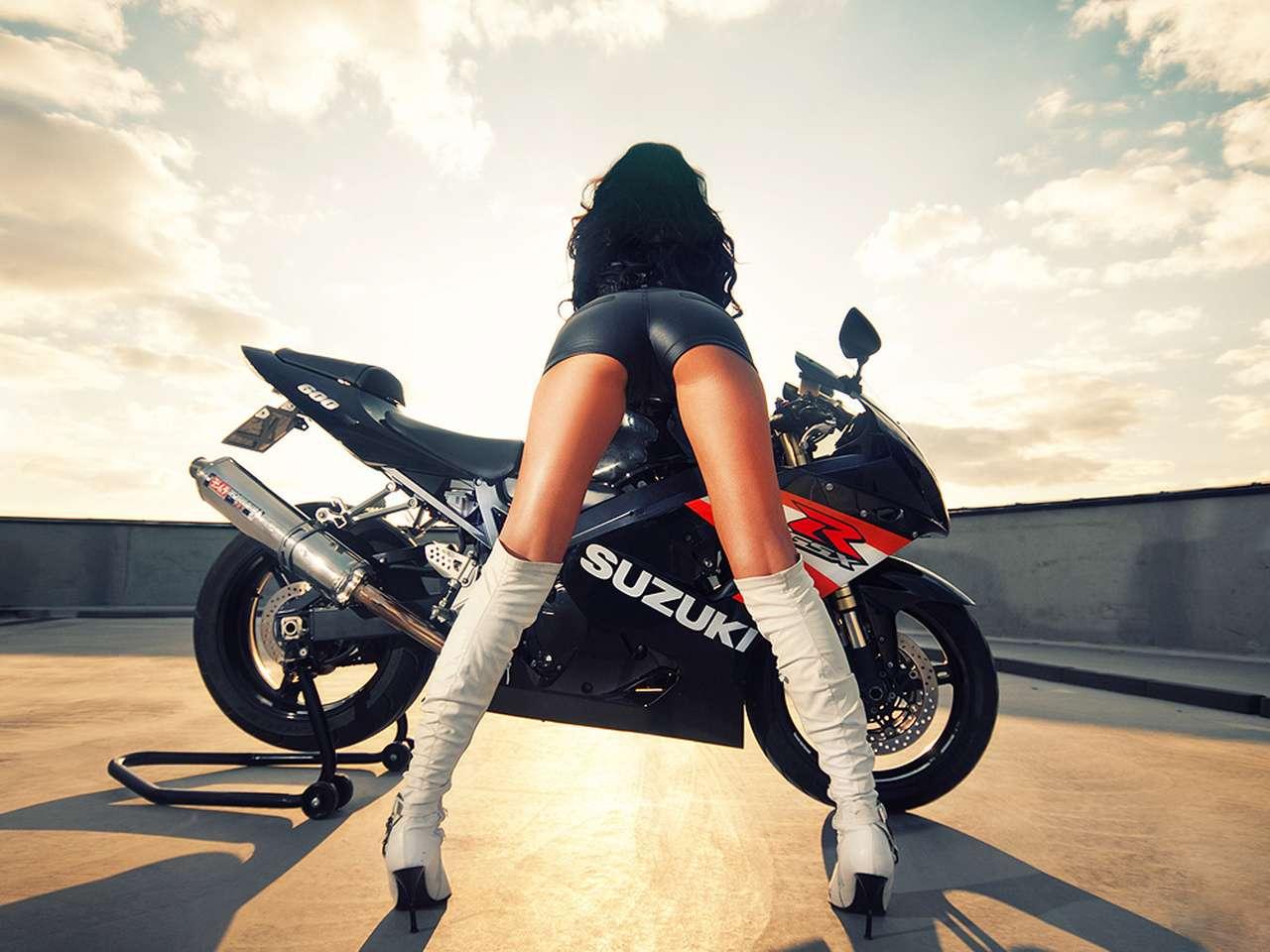 aaf199ccae6cd694f246dbb641bd78d5 - Сексуальные девушки и мотоциклы (часть 2)