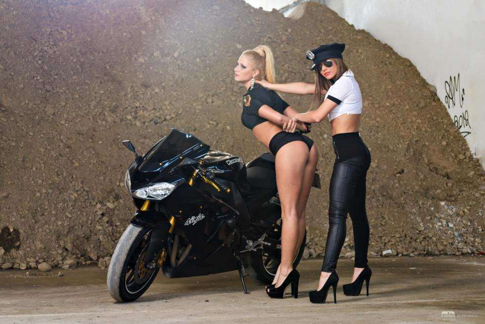 foto bolshih zhop na mototsiklah 10 - Сексуальные девушки и мотоциклы (часть 2)
