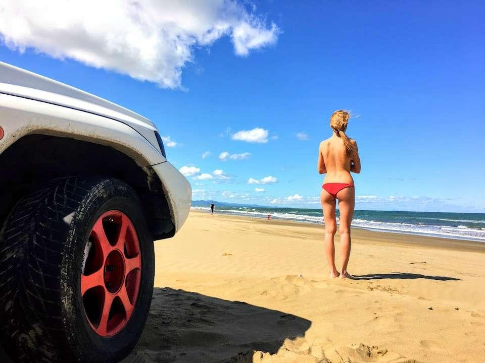 Сексуальные девушки и автомобили (часть 16)