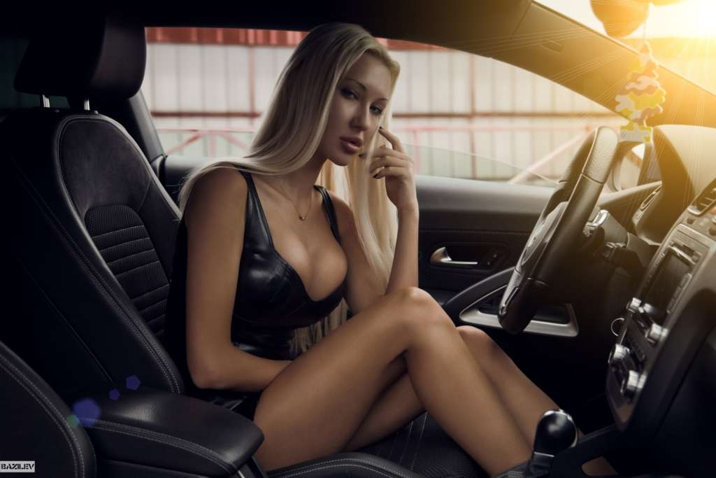 секси в машине