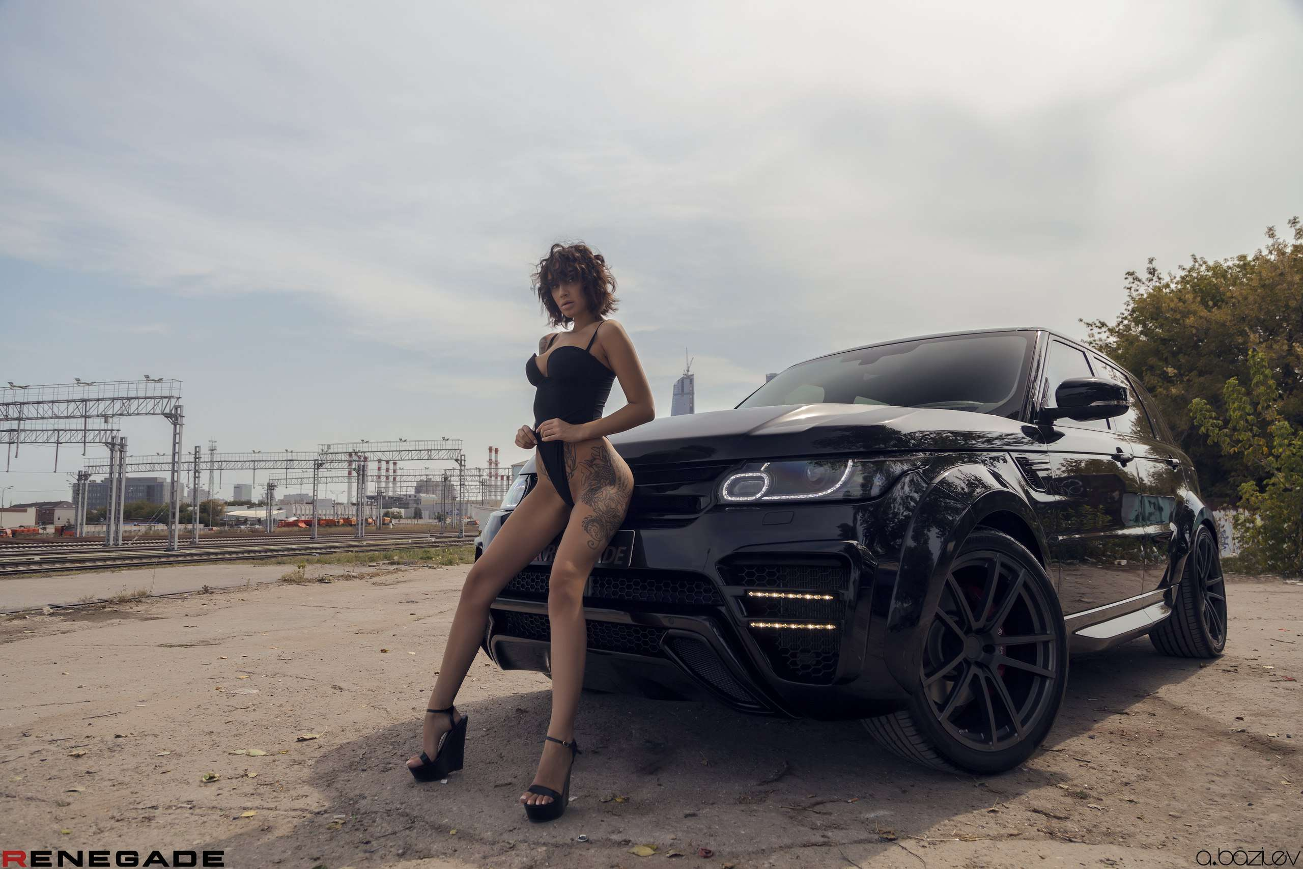lpGlbMytEyI - Сексуальные девушки и автомобили (часть 10)