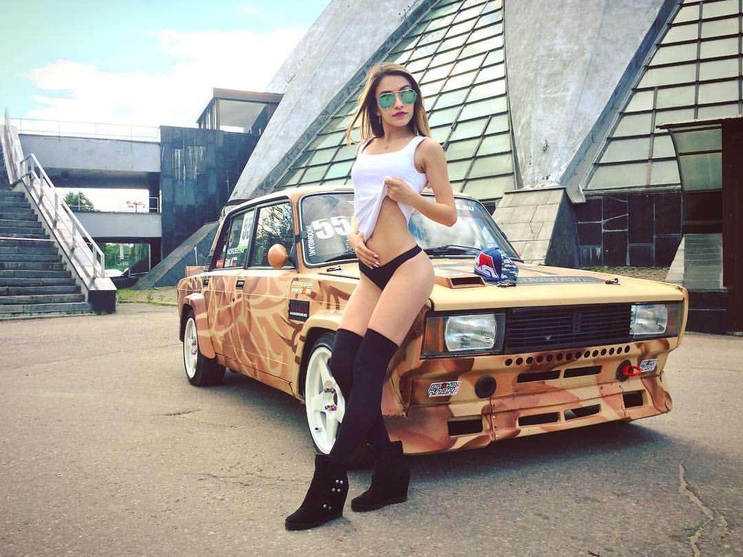 Сексуальные девушки и автомобили (часть 12)