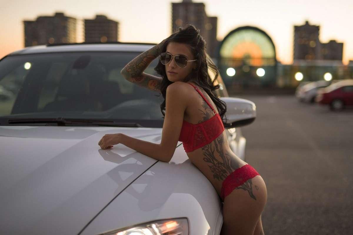 Сексуальные девушки и автомобили (часть 33)
