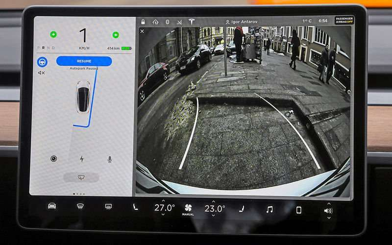 Видео-обзор Tesla Model 3