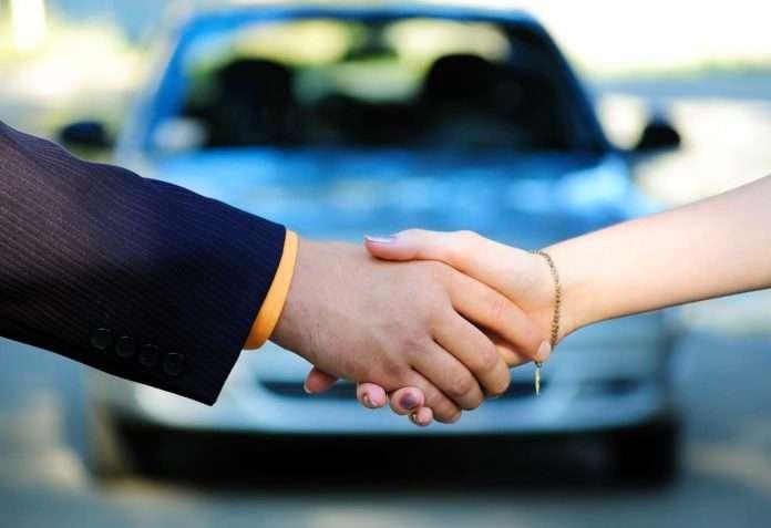 Изображение - Составление договора купли продажи автомобиля proverka_avtomobilja_i_zaemshika-_kak_odna_ih_osnovnih_zadach_po_vidache_deneg_avtolombardom-jpg-1449047480-696x477