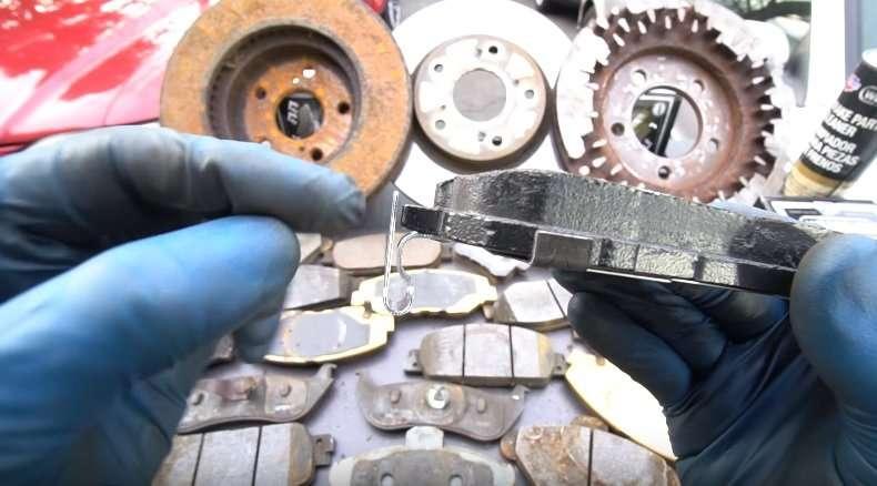 Почему скрипят тормоза в автомобиле?
