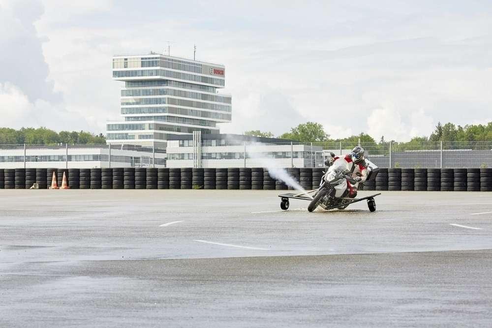 Компания Bosch сделает мотоциклы безопасными