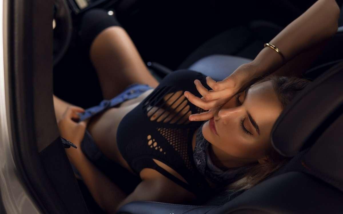 Сексуальные девушки и автомобили (часть 38)