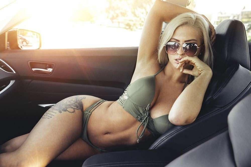 Сексуальные девушки и автомобили (часть 39)