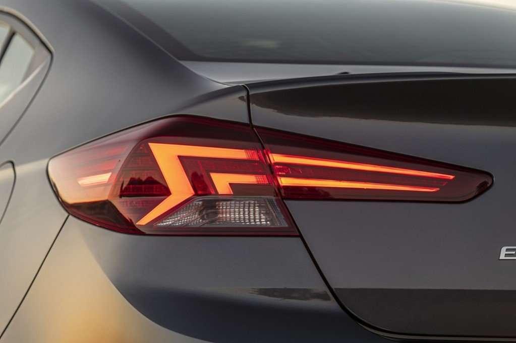 Видео-обзор Hyundai Elantra 2019