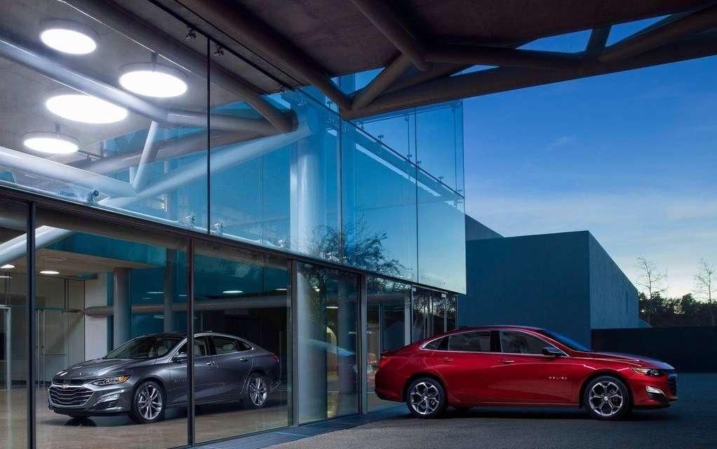 Видео-обзор Chevrolet Malibu 2019 года
