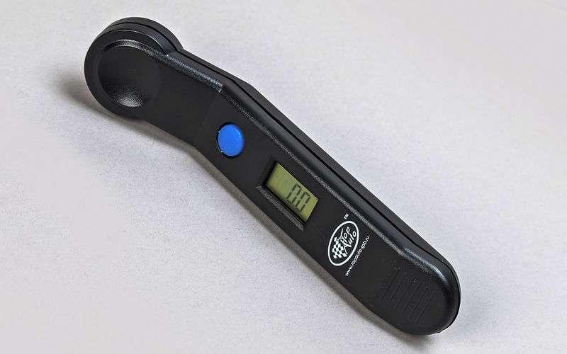 Какой манометр лучше для измерения давления в шинах?