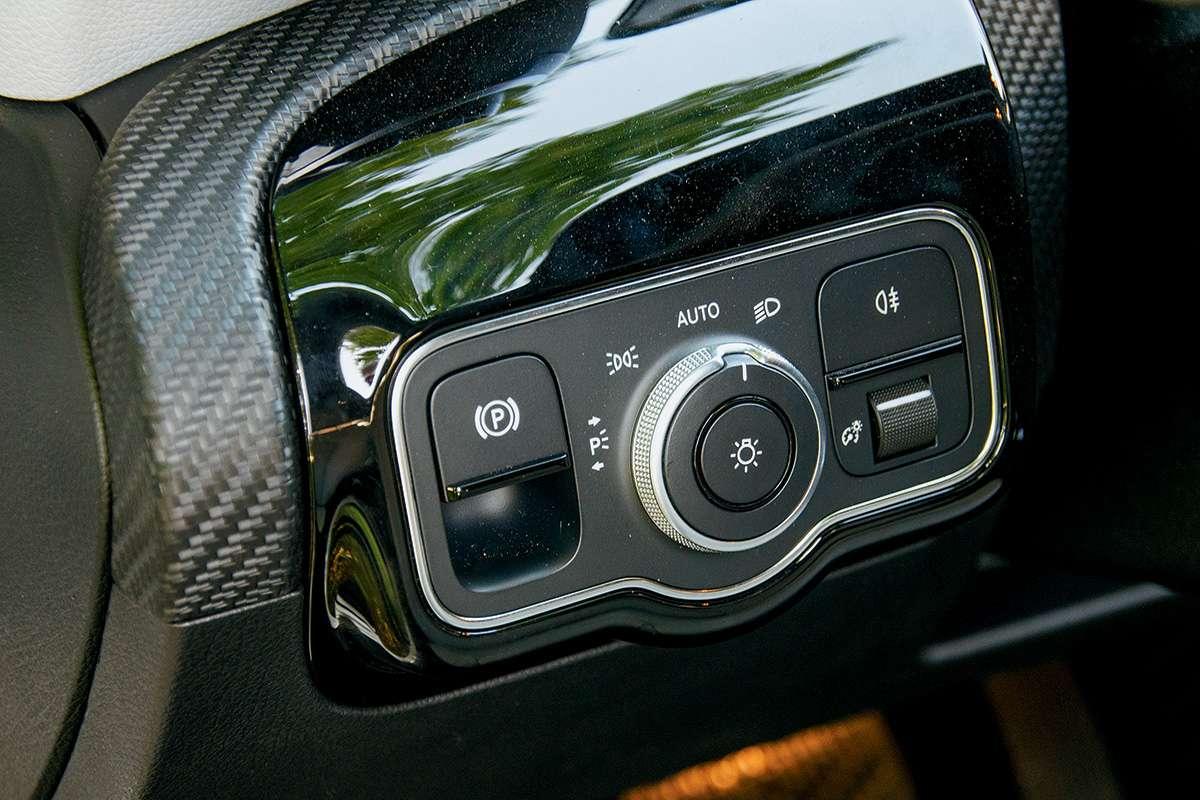 Сравнительный обзор Infiniti Q30 Sport против Mercedes-Benz A-class