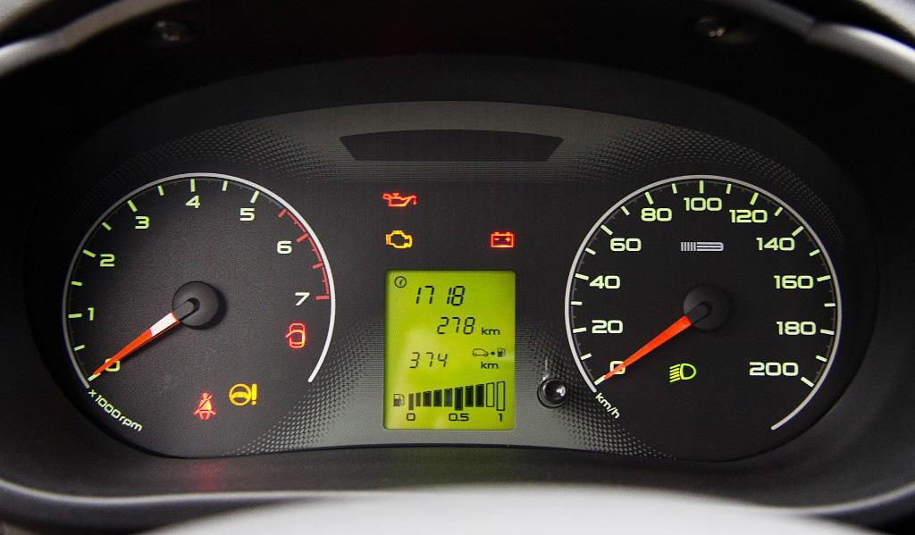 lada granta salon04 - ТОП-9 наиболее востребованных дополнительных опций в автомобиле